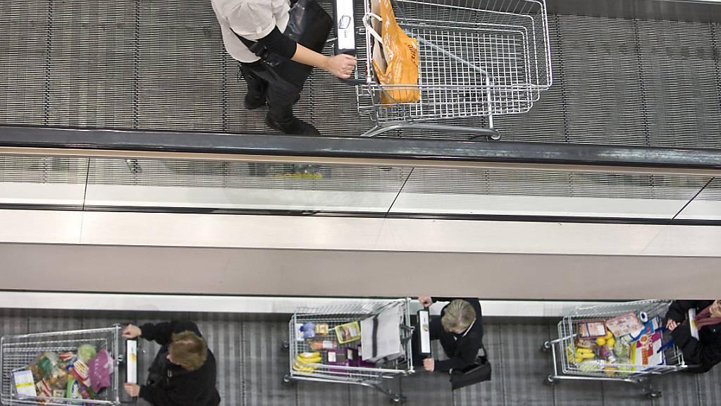 Schweizer Konsumenten erwarten zwar eine Abkühlung der Konjunktur, dennoch bleiben sie in Kauflaune. (Themenbild)