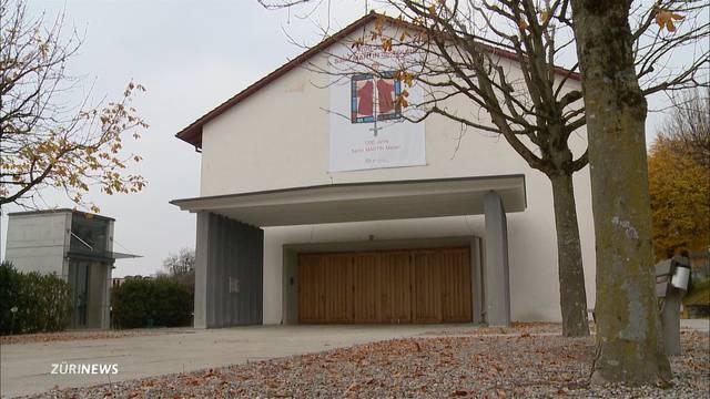Pfarrer fällt von Kirchendach
