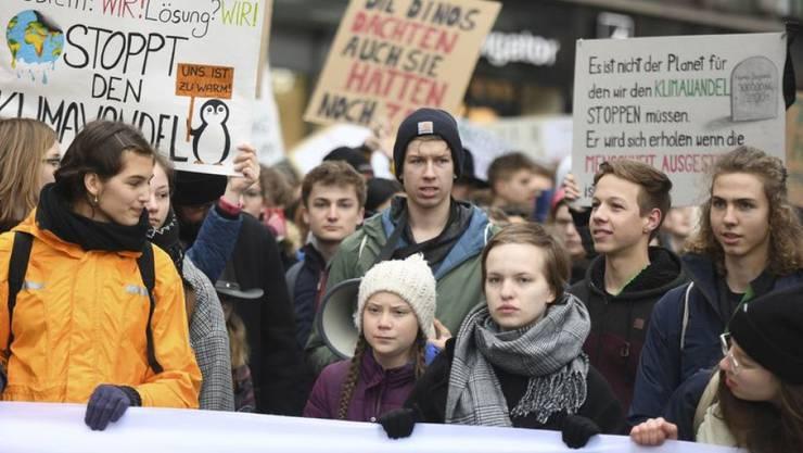Die Schwedische Klimaktivistin Greta Thunberg nimmt am Klimastreik in Hamburg teil.