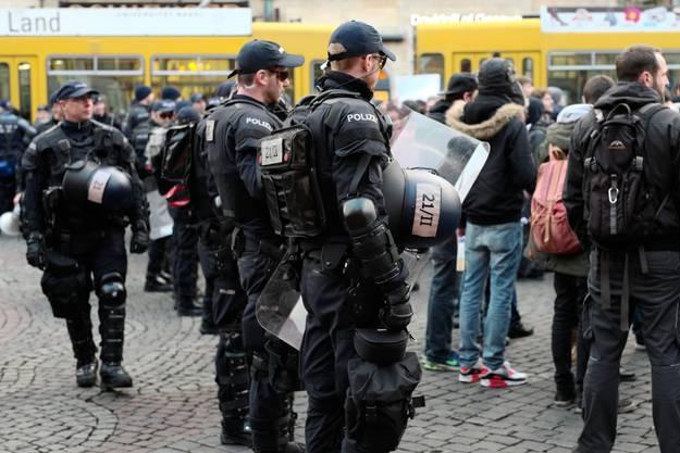 Grosses Polizeiaufgebot auf dem Marktplatz.