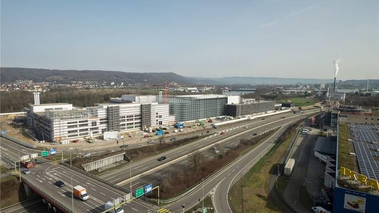Als noch gebaut wurde – das Produktionsgebäude von Coop im 2016. (Archiv)