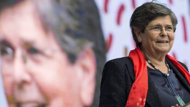 Alt Bundesrätin Dreifuss bei einem Auftritt an einer SP-Veranstaltung im September 2013. Sie kritisiert heute die Flüchtlingsdebatte: Ein Asylchaos gebe es nicht. (Archivbild)