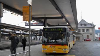 Nachtaktiv: In Brugg und den umliegenden Gemeinden können sich Partygänger an Wochenenden auf einen Nachtbus freuen. (Walter Schwager)