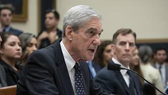 Ex-Sonderermittler Robert Mueller in Aktion bei der mit Spannung erwarteten Anhörung im US-Kongress.