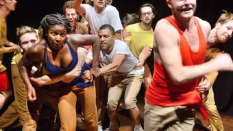 """Am Theaterfestival Auawirleben in Bern wird es in der zweiten Maihälfte zum Teil recht physisch. Beispielsweise in der Produktion """"For the Time Being"""" - laut Veranstaltern Physical Theatre ohne Publikumsabgrenzung. (zVg)"""