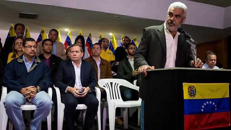 """""""Show der Regierung"""": Das Oppositionsbündnis MUD in Venezuela will die bevorstehende Präsidentenwahl im April boykottieren."""