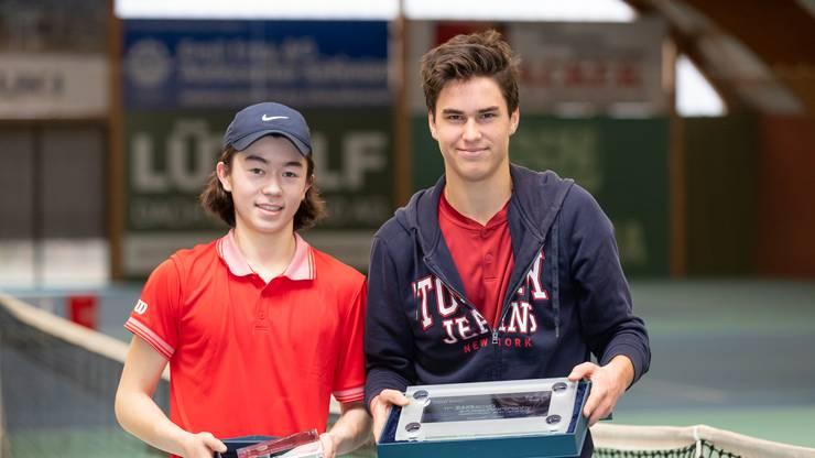 Finalist v.l. Neo Niederer (GER) und der Sieger bei den Boys U18 Mathis Debru (FRA) an der AKB Swiss Junior Trophy.