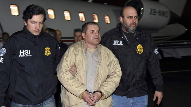 """Der mexikanische Drogenbaron Joaquin """"El Chapo"""" Guzman (Mitte) akzeptiert seine lebenslange Haftstrafe nicht und geht in Berufung. (Archivbild)"""