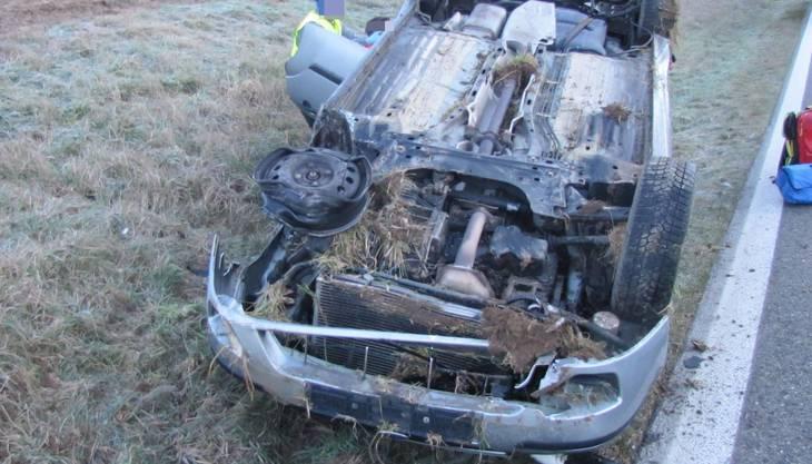 Ehrendingen: Das überschlagene Auto nach dem Unfall im Morgenverkehr
