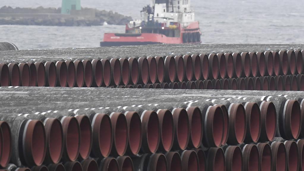 Das deutsche Bundesamt für Seeschifffahrt und Hydrographie (BSH) hat den sofortigen Weiterbau der umstrittenen Ostsee-Gaspipeline Nord Stream 2 in deutschen Gewässern genehmigt. (Archivbild)