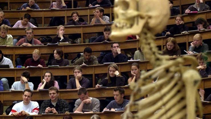 Volle Ränge bei den Medizinstudenten an der Uni Basel. (Symbolbild)