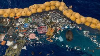 The Ocean Cleanup präsentiert sein Säuberungs-System 001/B, das im Great Pacific Garbage Patch Abfälle sammelt. (zVg)