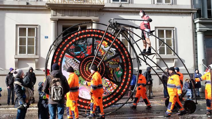 Die witzige und phantasiereiche Fasnachts Hochrad Laterne der alten Stainlemer