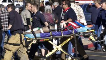 Giffords auf dem Weg ins Spital, kurz nachdem sie angeschossen wurde