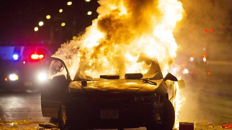Auto in Flammen bei Unruhen in Milwaukee