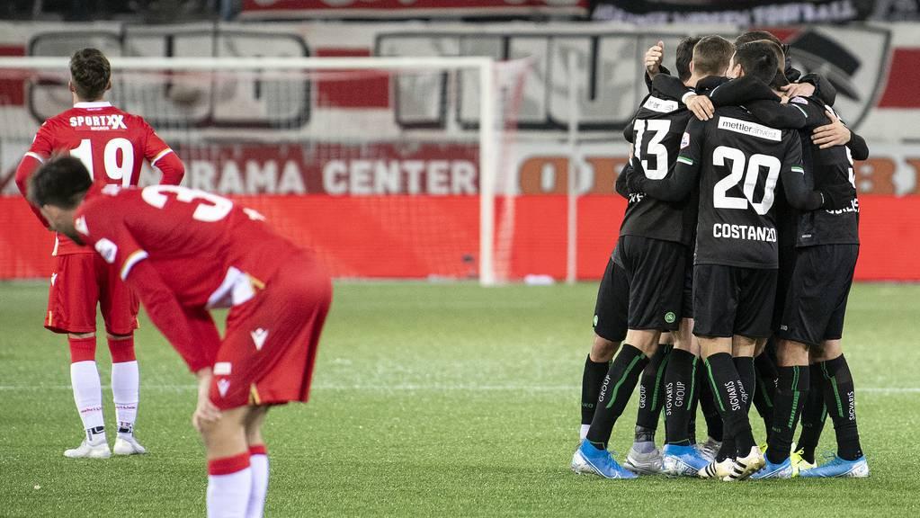 Für Teams wie den FC St.Gallen (rechts) wäre die Reform wohl ein Gewinn – für Thun (links) ein Risiko.