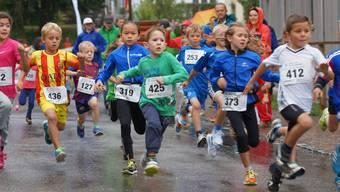 Der Laufsport-Nachwuchs trotzte beim Staufberglauf dem tristen Regenwetter.