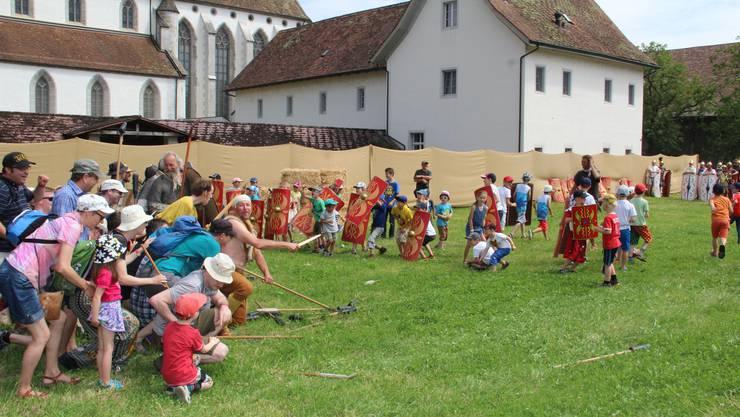 Germanen gegen Legionäre oder Eltern gegen Kinder: Erlebnisorientierte Angebote wie dieses inszenierte Heerlager werden auch in Zukunft auf dem Legionärspfad angeboten.