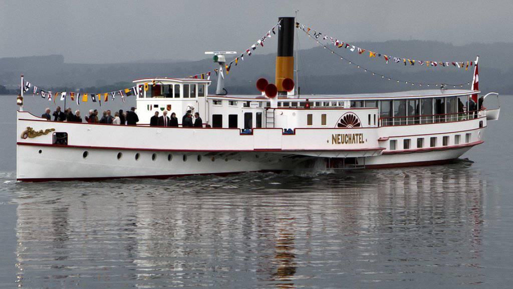 Der Dampfer «Neuchâtel» fährt seit seiner Renovation ab 2014 wieder auf Murten- und Neuenburgersee. Künftig geht die Fahrt auch nach Biel. (Archivbild)
