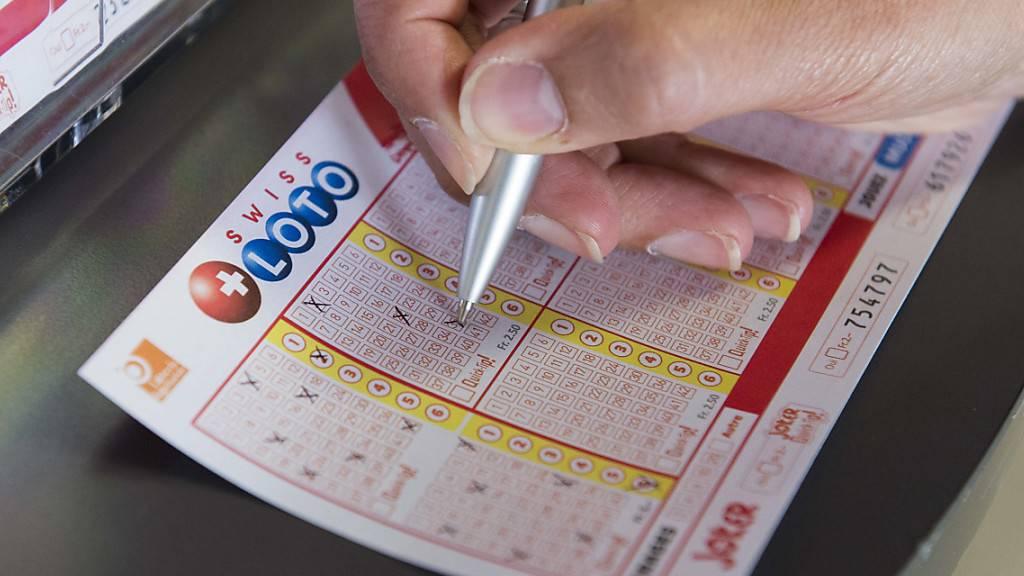Glückspilz gewinnt 45 Millionen Franken im Schweizer Zahlenlotto