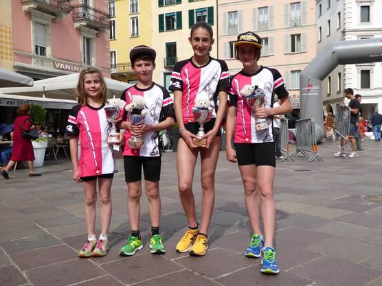 Die vier Kinder der Familie Rosamilia dürfen sich alle über einen Podestplatz und somit über einen grossen Pokal freuen.