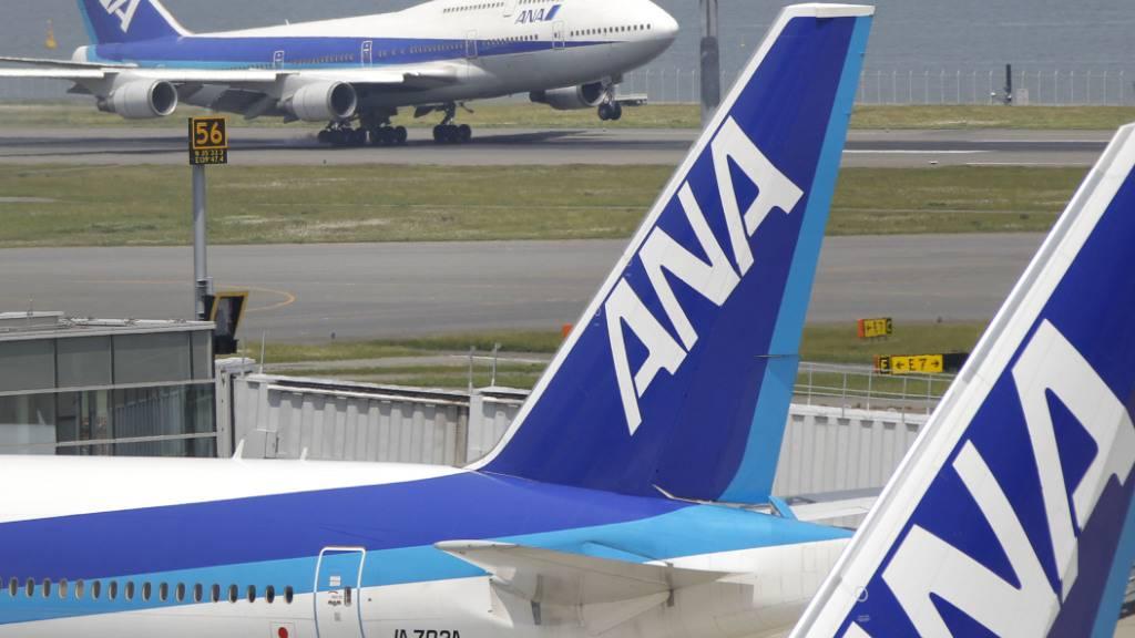 Die japanische Fluggesellschaft ANA will tausende Stellen streichen. (Archivbild)