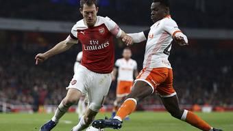Voller Einsatz auch für Arsenal: Stephan Lichtsteiner (links) im Zweikampf mit Mark Bola von Blackpool
