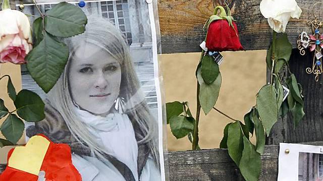 Kerzen, Blumen und Briefe zum Gedenken an Lucie Trezzini (Archiv)