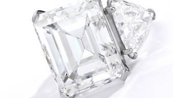 Mit einem Diamant-Ring in einem Glas Champagner machte US-Entertainer Frank Sinatra seiner damaligen Freundin Barbara einst einen Heiratsantrag.  (Archivbild)