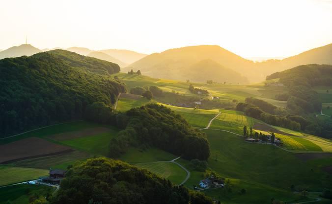 Aargauer-Toscana. Wieso in die Toscana fahren und am Gotthard im Stau stehen, wenn es vor der Haustüre ähnlich tolle Stimmungen gibt? Aufgenommen letzte Woche von der Gisliflue. www.mainone.ch