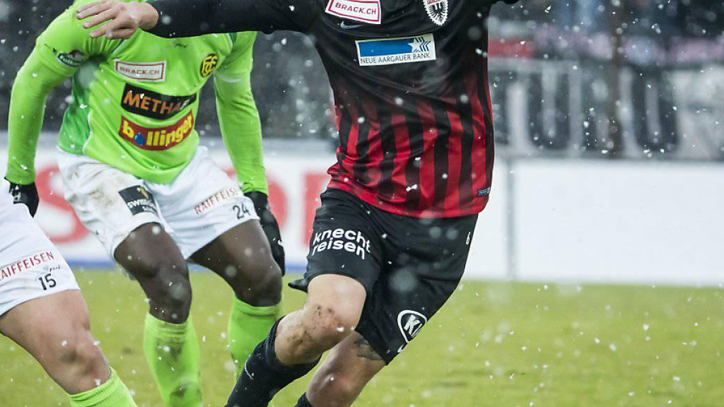 Sandro Burki (hier am Ball) beendet seine Spieler-Karriere und wird neuer Sportchef beim FC Aarau