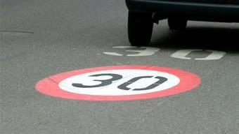 Mit Tempo 30 soll die Verbindungsstrasse an Attraktivität verlieren. (Symbolbild)