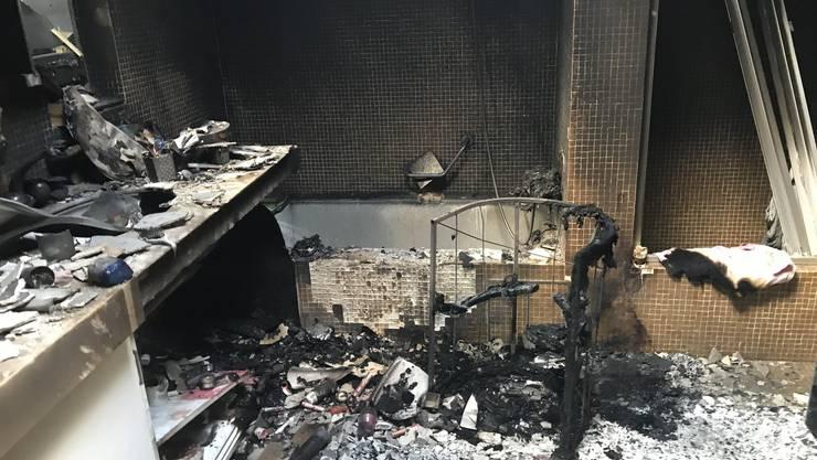 Das Badezimmer wurde beim Brand stark beschädigt.