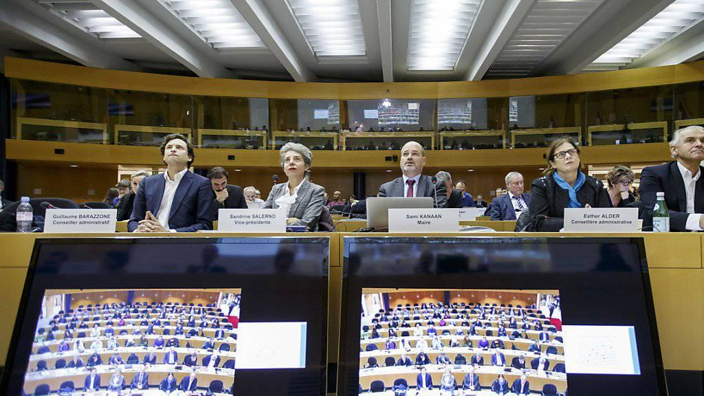 Das Genfer Stadtparlament diskutierte am Dienstagabend über die Spesenexzesse der Stadtregierung. Guillaume Barazzone, Sandrine Salerno, Sami Kanaan, Esther Alder und Remy Pagani (von links) hörten zu.