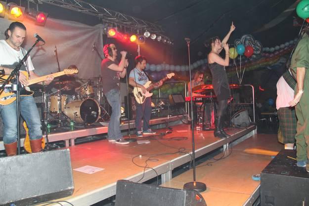 Oberrohrdorf - die Live-Band sorgt für Stimmung