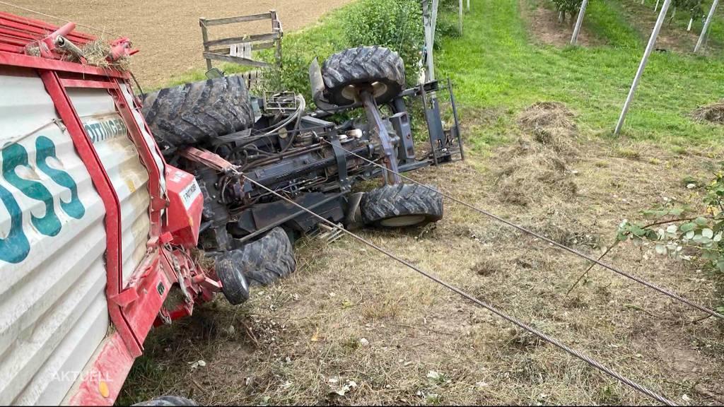 Kind verletzt: Bei einem Traktorunfall in Laufenburg wird ein 2-Jähriger eingeklemmt