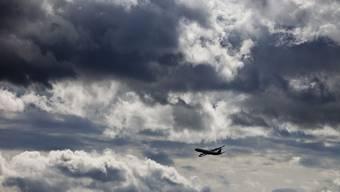 Flugzeug muss über der Schweiz 70 Tonnen Kerosin ablassen (Symbolbild)