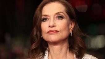 """Isabelle Huppert spielt in """"Eva"""" eine Edelprostituierte, die einen jungen Aufschneider in eine Katastrophe treibt. Der Psychothriller feierte am Wochenende an der Berlinale Premiere."""