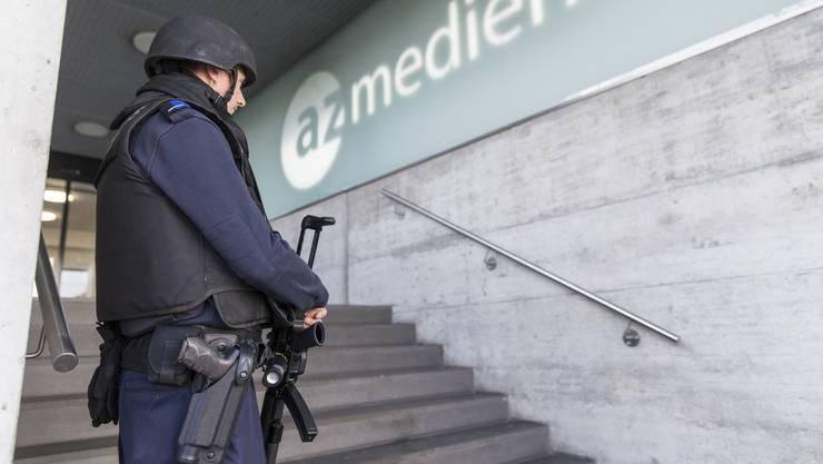 Auch vor dem Gebäude der CH Media in Aarau standen Polizisten, nachdem eine anonyme Drohung eingegangen war.