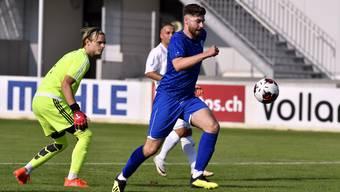 In der Nachspielzeit der ersten Halbzeit nutzt Grenchens Omer Hausic einen Goalie-Lapsus zum entscheidenden Tor.