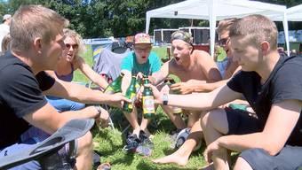 Beim Warten und auch am Openair wollen diese eingefleischten Festival-Fans vor allem eines: «Eine geile Zeit haben».