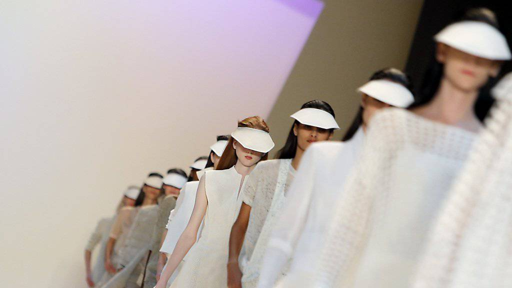 Models bei einer Präsentation in Paris im vergangenen September