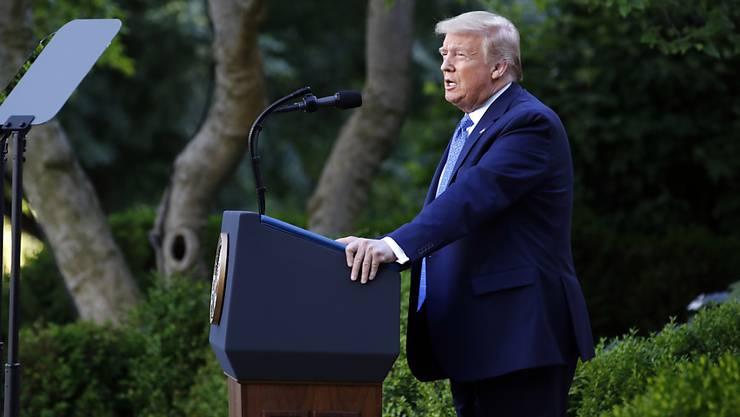 US-Präsident Donald Trump will den Parteitag der Republikaner aufgrund der unklaren Coronavirus-Regeln an einem anderen Ort durchführen. (Archivbild)