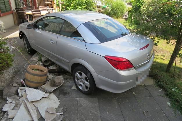 Die Unfallfahrerin blieb unverletzt.