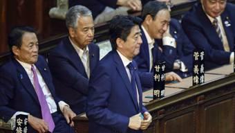 Grosserfolg für Premierminister Abe: Er hat sein Prestigeprojekt durch das Parlament gebracht, allen Widerständen zum Trotz.