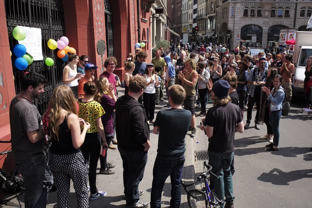 Wagenplatz: Petitionsübergabe an die Basler Regierung, Happening vor dem Rathaus