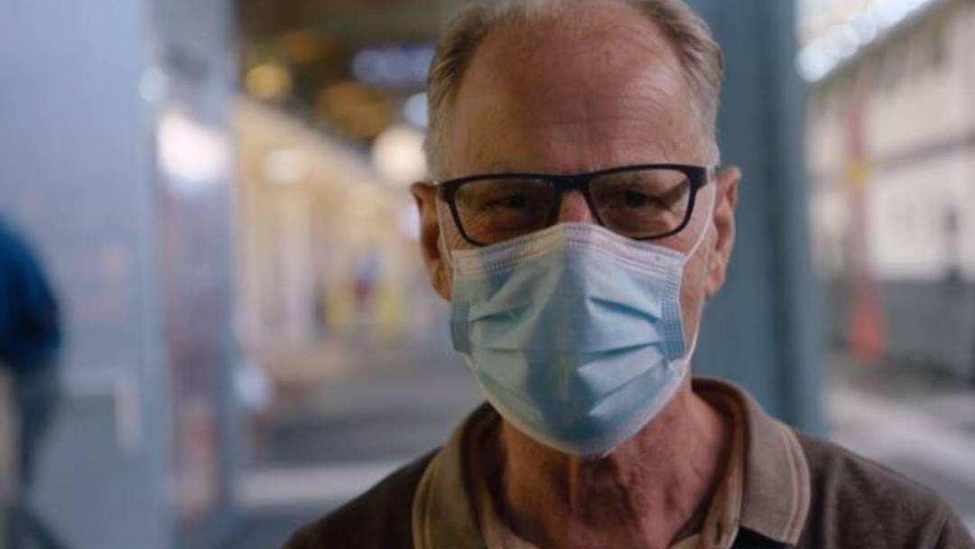 «Maskenknigge»: Physiker sagt, weshalb falten, im Plastiksack verstauen und unters Kinn klemmen gar nicht geht