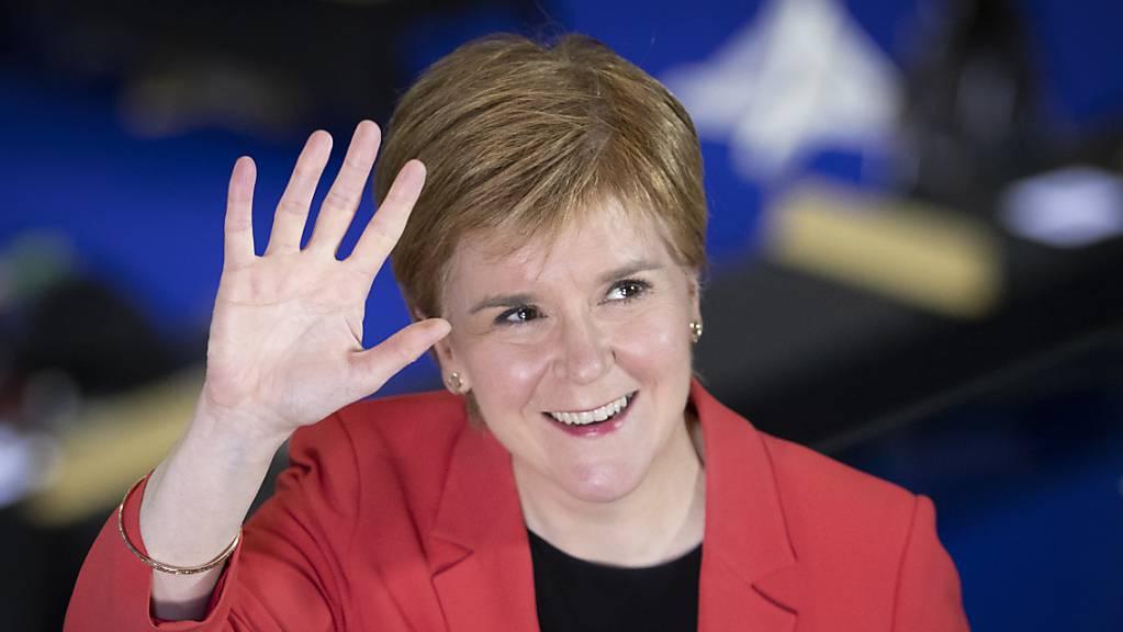 Schottlands Regierungschefin Nicola Sturgeon hat angekündigt, eine Volksabstimmung voranzutreiben, falls es im Parlament eine Mehrheit für die Unabhängigkeit gibt.
