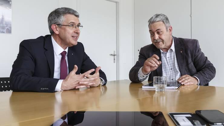 Die Kantonsräte Josef Maushart (l.) und Markus Baumann beim Streitgespräch im Solothurner Medienhaus.