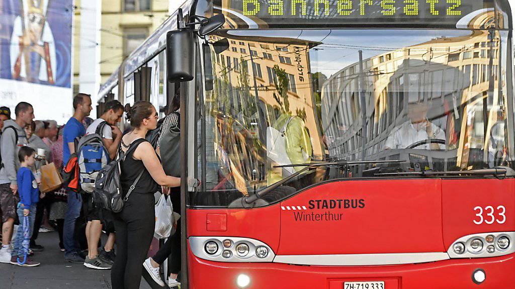 Wer am Samstag mit dem Zug in die Ostschweiz reisen will, sollte das besser sein lassen. Nach einer Entgleisung eines Güterzuges ist die Ost-West-Achse bis am Sonntagmittag lahmgelegt.
